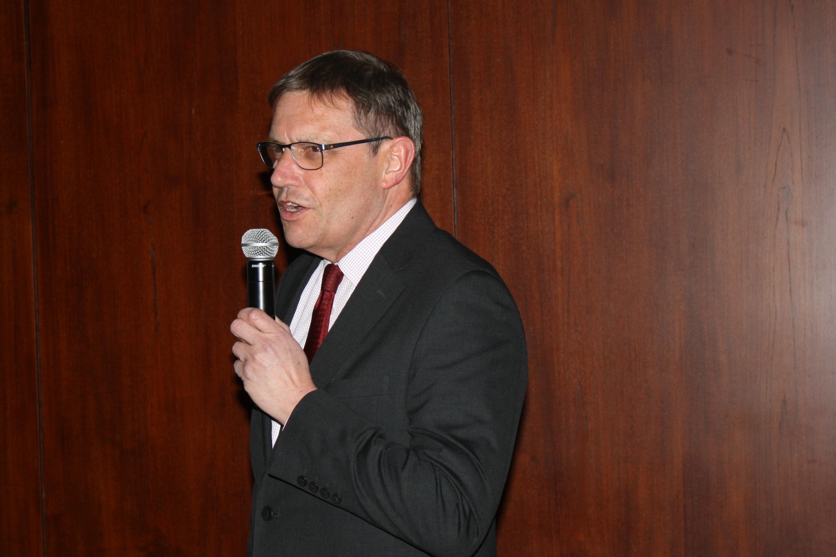 Vorsitzender Klaus Ebert begrüßt die Gäste